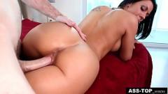 Pornô grátis morenaça prvoca de buceta de fora e ganha caralho do macho