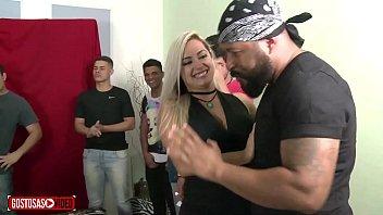 Pornô Loira Brasileira dando show no suruão com desconhecidos