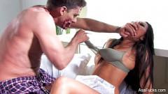Gostosa faz sexo a força com macho com maquiagem de zumbi depois da festa a fantasia