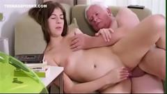 Incesto em Hd neta adolescente fode com avô gordinho do tico pequeno