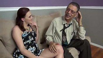 Neta fogosa peituda faz sexo com avô gostoso da vara grossa