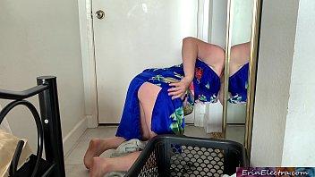 Pornô incesto tia loira do rabão trepando com sobrinho no quarto
