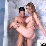 Comendo a noiva do irmão peituda ao acordar no banho