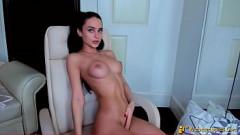 Video xxx morena dos olhos azuis e seios perfeitos nua na webcam