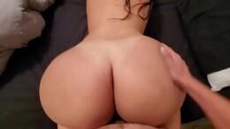 Bunduda leva pica grande de quatro e goza rapidinho no filme pornô