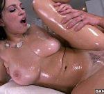 Filme pornô grátis com corpo lambuzado no óleo gostosa goza no caralho