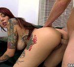 Video de sexo ruiva tatuada perfeita gozando na vara do macho