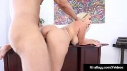 Video pornô em Hd secretária loira cavala sexo com colega no escritório