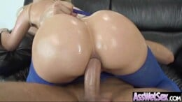Porno brasileira rabuda engolindo vara na boca buceta e cuzão