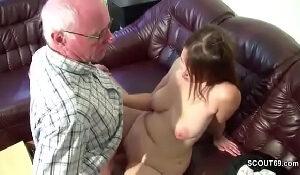 Bang bros neta gordinha fica de lingerie chupa e goza na foda com vovô tarado