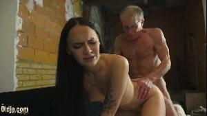 Xx vídeos de incesto com neta gozando com vovô idoso em forma