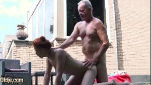 Xxx porn filha ruvinha metendo com pai coroa no meio do quintal
