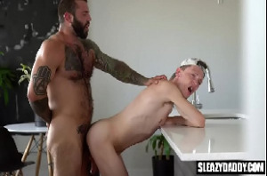 Filme pornô gay com tio dotado comendo o cu do sobrinho gay