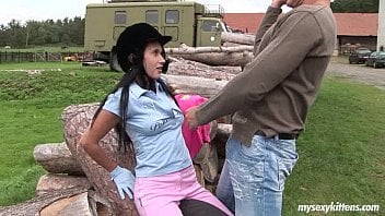 Morena Angelica Kitten ganha pica e leite grosso do macho na fazenda
