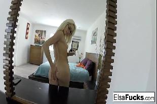 Babi Rossi pelada se masturba e goza ao vivo na webcam