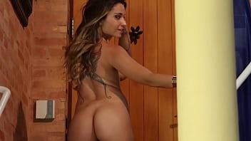 Gpguianet gostosa flagrada fazendo striptease espetacular