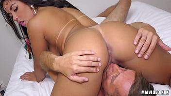Neguinha dando o cu em cenas de sexo quente