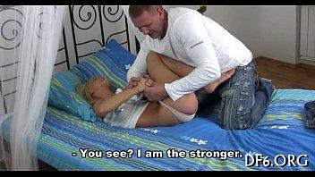 Sexo no bbb com macho chupando loirinha a força