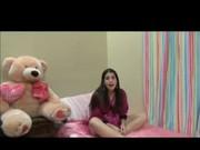 Novinha Brinca Com Seu Ursinho Para Depois Safado Chegar Metendo